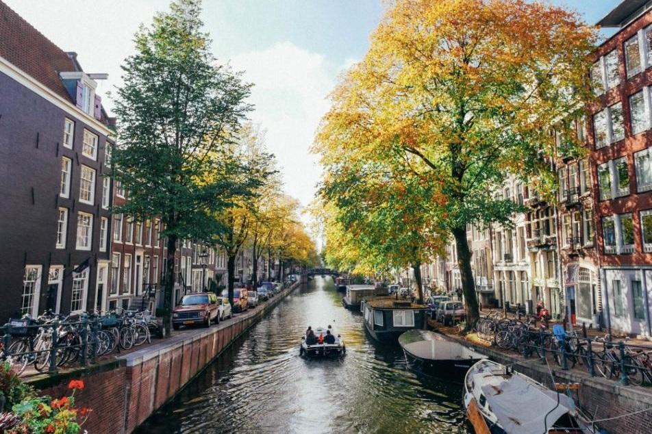 canal boat city center bloemgracht5